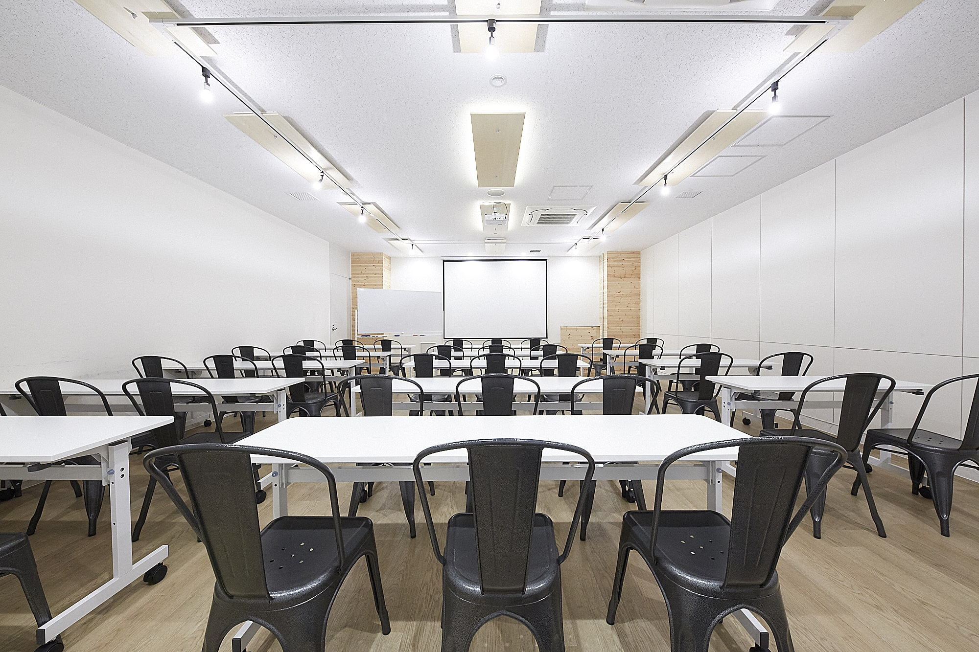 品川駅から徒歩4分のお洒落な会議室!みんなの会議室品川A・品川B|TIME SHARING|タイムシェアリング|スペースマネジメント|あどばる|adval|SHARING