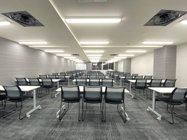 <期間限定OPEN価格実施中!>新しくてキレイ。新宿のおすすめ貸し会議室4選|TIME SHARING|タイムシェアリング |スペースマネジメント|あどばる|adval|SHARING
