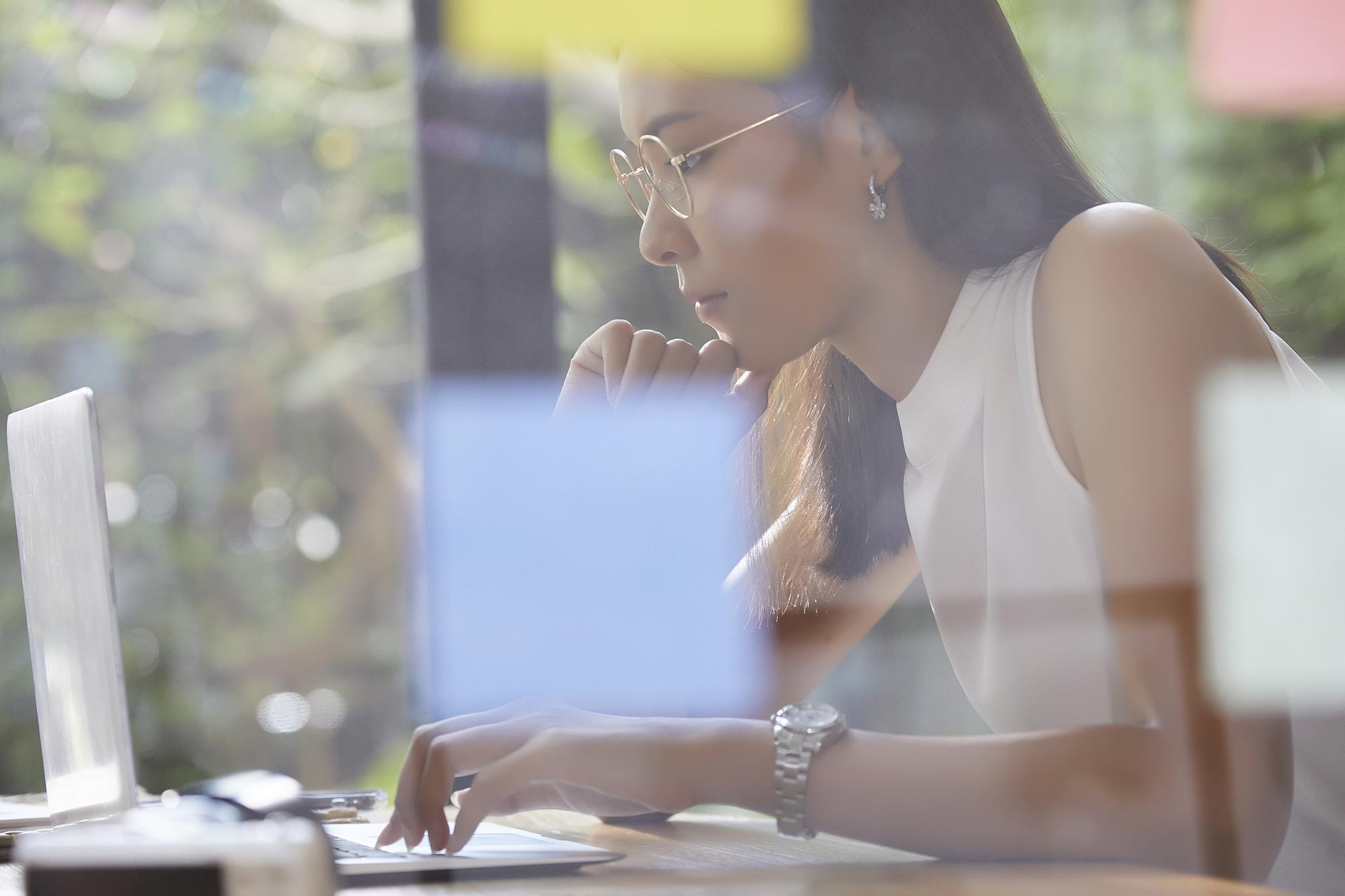 リモートワークをもっと快適に!仕事環境を整える4つのこと|TIME SHARING|タイムシェアリング |スペースマネジメント|あどばる|adval|SHARING