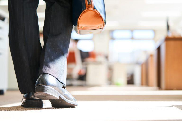 コロナ禍によるテレワークの推進により、オフィスを縮小・撤退する企業が増加 当たり前がイレギュラーに?コロナ後不要になりそうな4つの習慣|TIME SHARING|タイムシェアリング |スペースマネジメント|あどばる|adval|SHARING