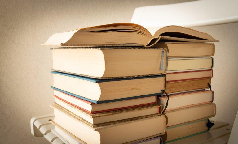 夏は読書 夏もうすぐ!コロナ禍でも楽しめるこの夏したいこと5選|TIME SHARING|タイムシェアリング |スペースマネジメント|あどばる|adval|SHARING