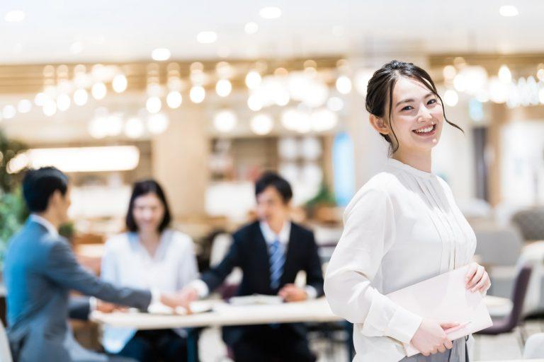 誇りを持って働く人の笑顔 悩めるワーカー多数!転職する?しない?コロナをきっかけに考えるこれからの働き方|TIME SHARING|タイムシェアリング |スペースマネジメント|あどばる|adval|SHARING