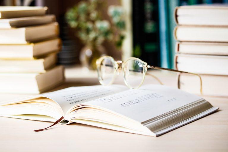 デジタル化が進んでも、紙の書籍は廃れないでほしいものだ デジタルデトックスで整える!デジタルと共生していくために必要なこと|TIME SHARING|タイムシェアリング |スペースマネジメント|あどばる|adval|SHARING